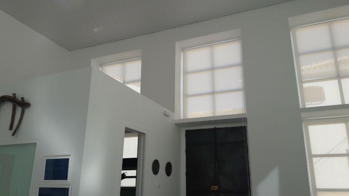 Confecci n e instalaci n de estores enrollables screen para finca las manillas tapicer a alba - Confeccion de estores ...