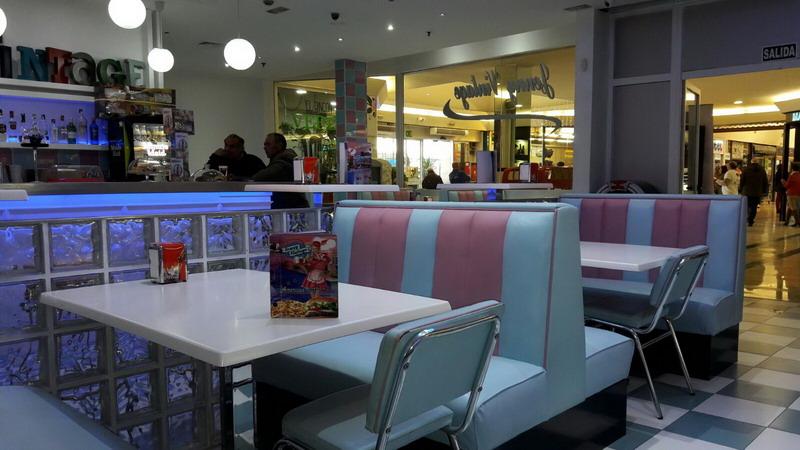 Restaurante jenny vintage carrefour beda tapizado de for Muebles ubeda