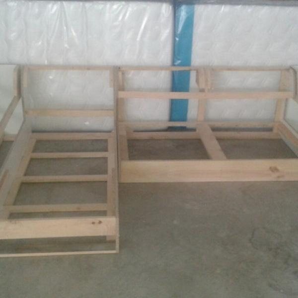 Fabricación totalmente a medida de chaise longue (estructura, cojines, tapizado, ...) para cliente en Palos de la Frontera, provincia de Huelva