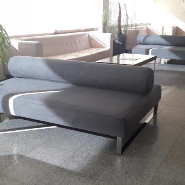 Tapizado de mobiliario para el tanatorio de Isla Cristina