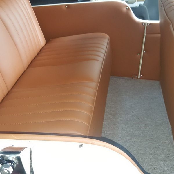 Confección de capota a medida y tapizado de coche clásico   Un trabajo distinto y con encanto para recibir junio...