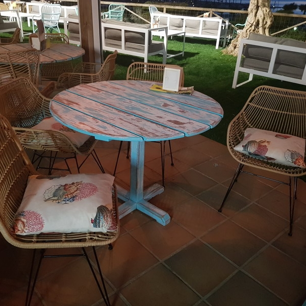 Tapizado mobiliario local de copas en Nuevo Portil (Huelva)