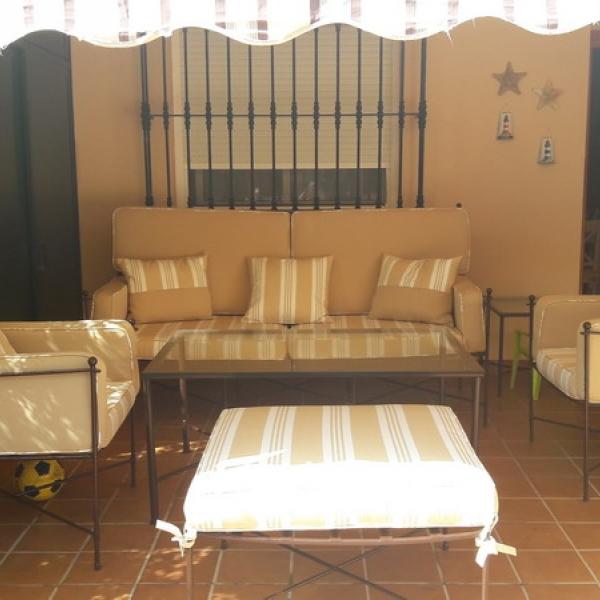Tapizado de tresillo de forja para patio exterior