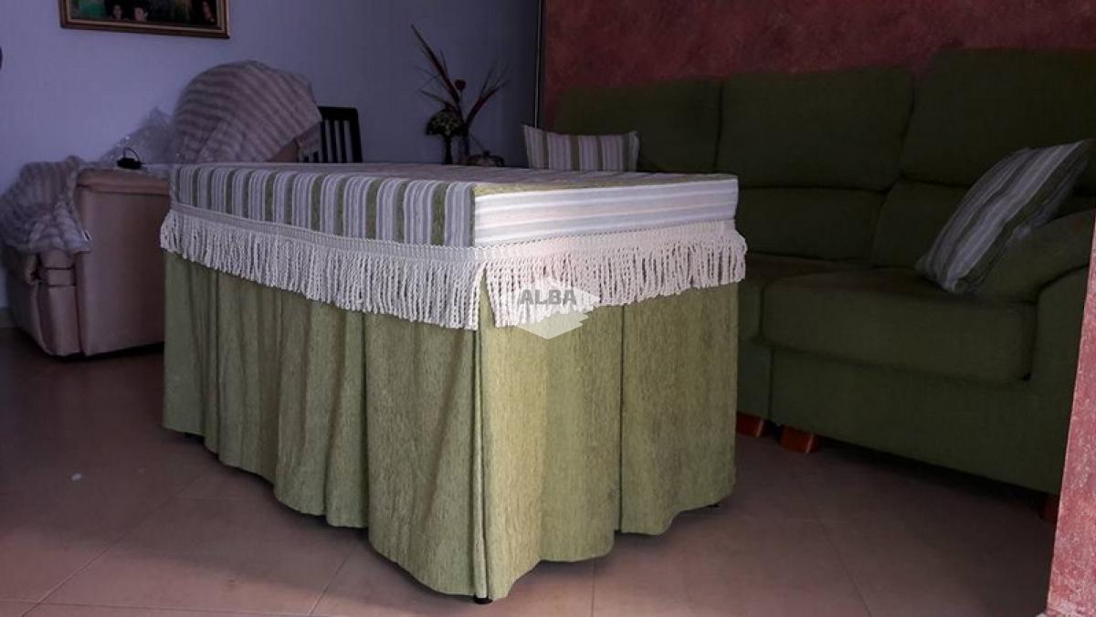 Confección a medida de mantelerías, faldas, caminos de mesa, ...