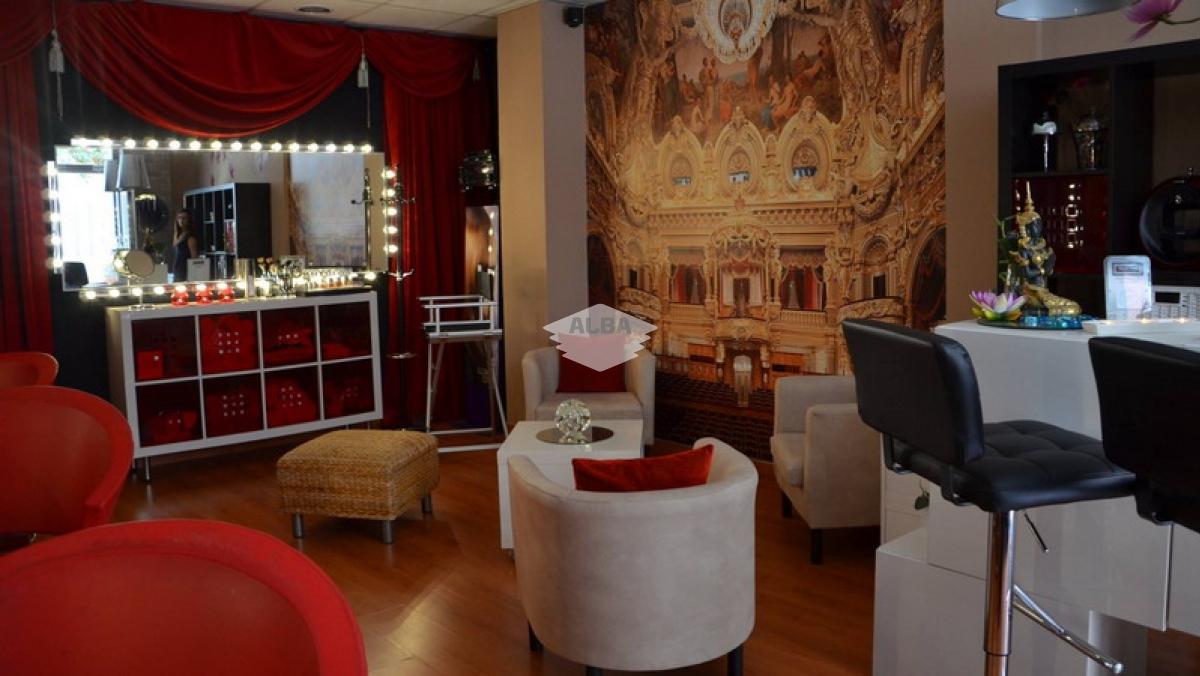 Peluquería Backstage Linares | Tapizado butacas, paneles japones y toldo exterior