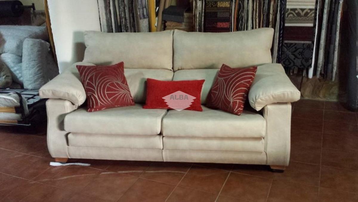 Tapizado y fabricación a medida de sofás y tarimas
